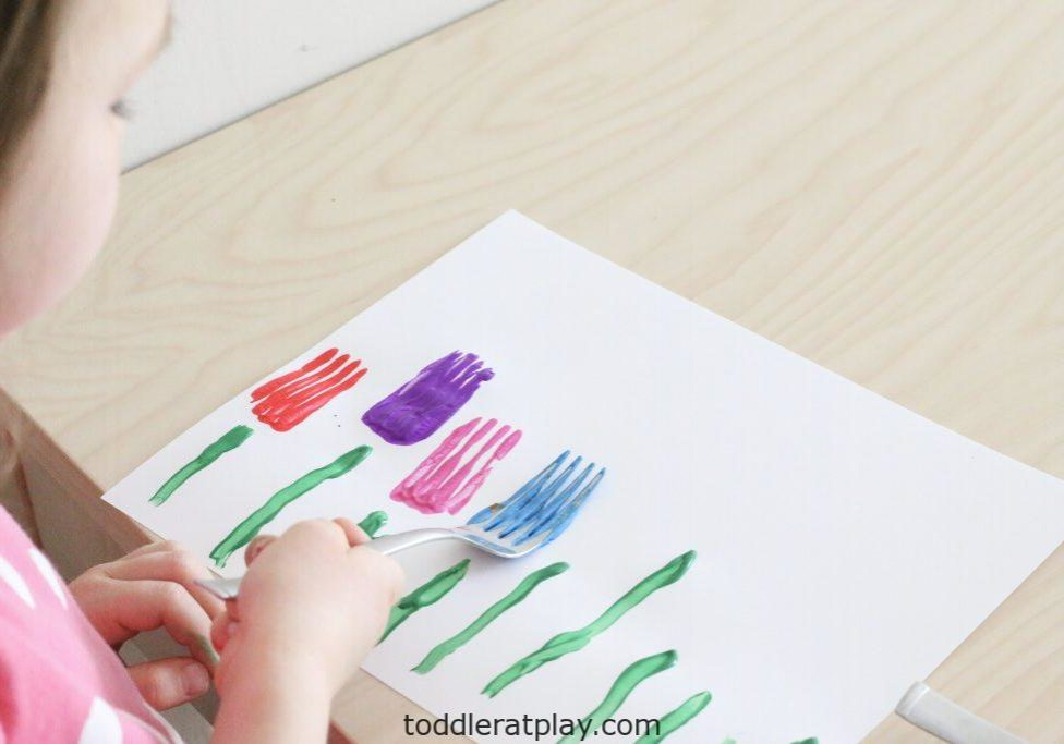 fork-stamped-tulips-craft-toddler-at-play-3-1024x683.jpg